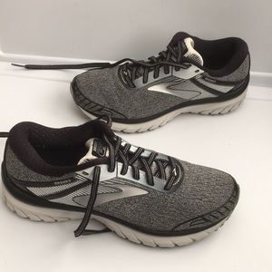 Brooks Adrenaline GTS 18 knitted athletic sneakers